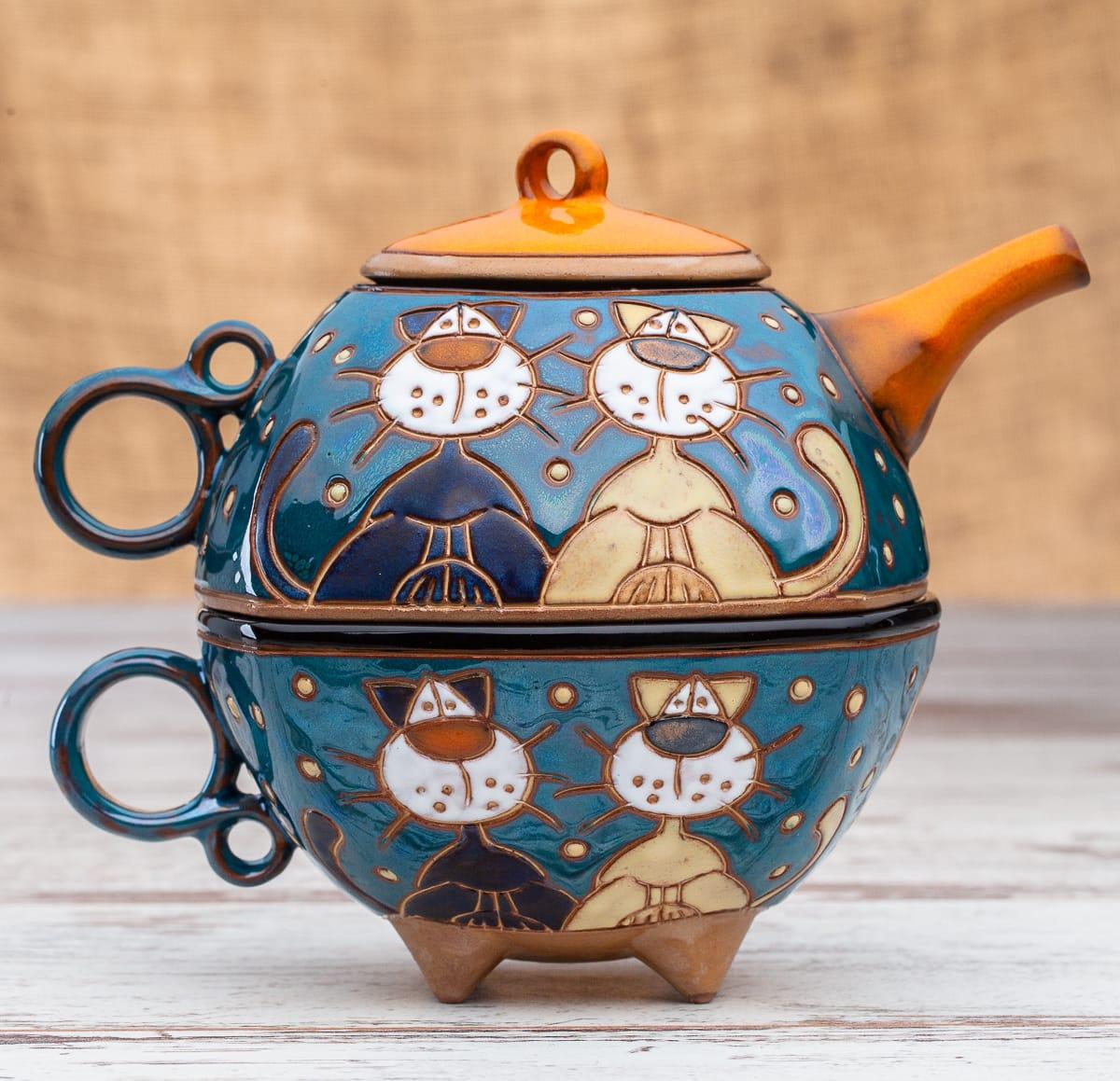 Чайник с чаша Котки на покрив