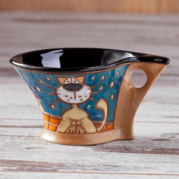 Керамична чаша котки на покрив