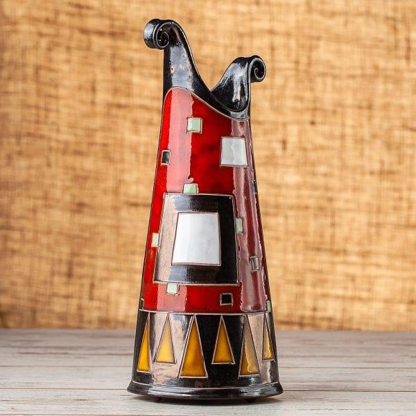 Тънка керамична ваза Червени квадрати