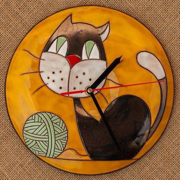 Ръчно изработен керамичен часовник Котенце с кълбо
