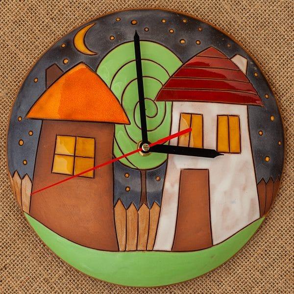 Ръчно изработен керамичен часовник Къщички