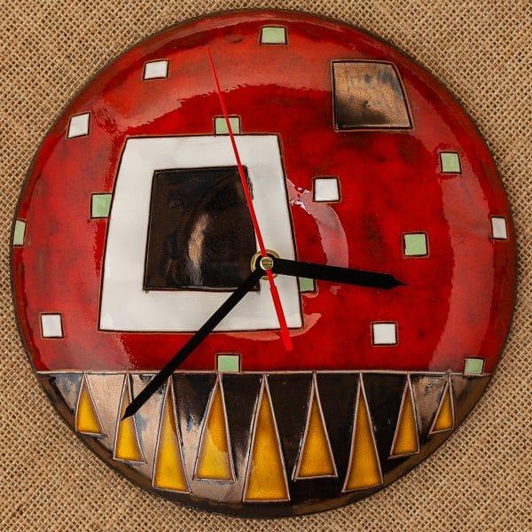 Ръчно изработен керамичен часовник Червени квадрати