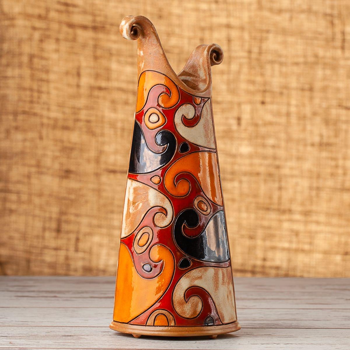 Тънка керамична ваза Вълни