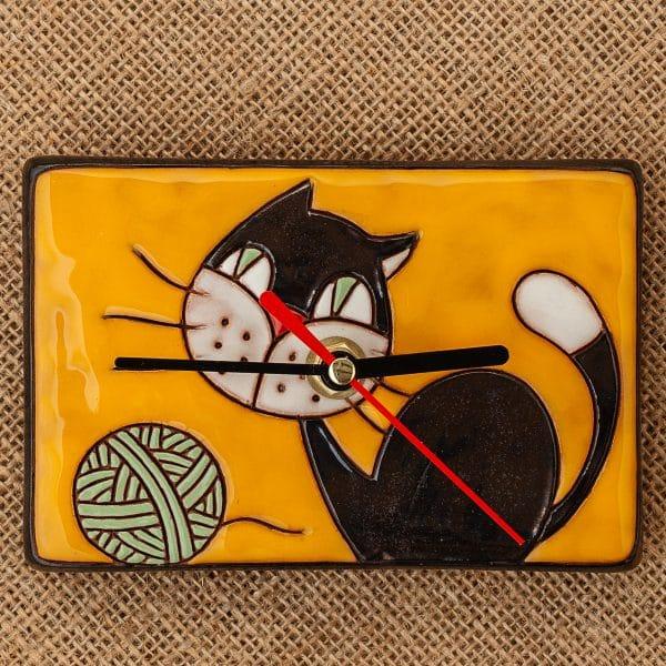 керамичен часовник ръчна изработка Котенце с кълбо