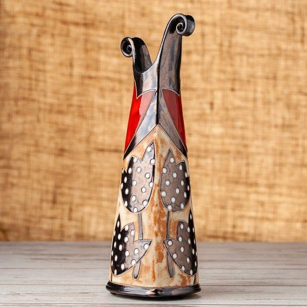 Тънка керамична ваза